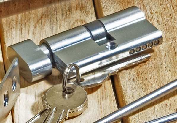 Edinburgh locksmith describes how to avoid lock snapping